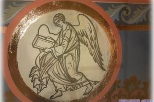 Символы евангелистов в барабане храма