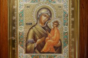Образ Тихвинской Богородицы (в раме и окладе)