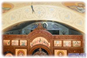 Орнамент над иконостасом